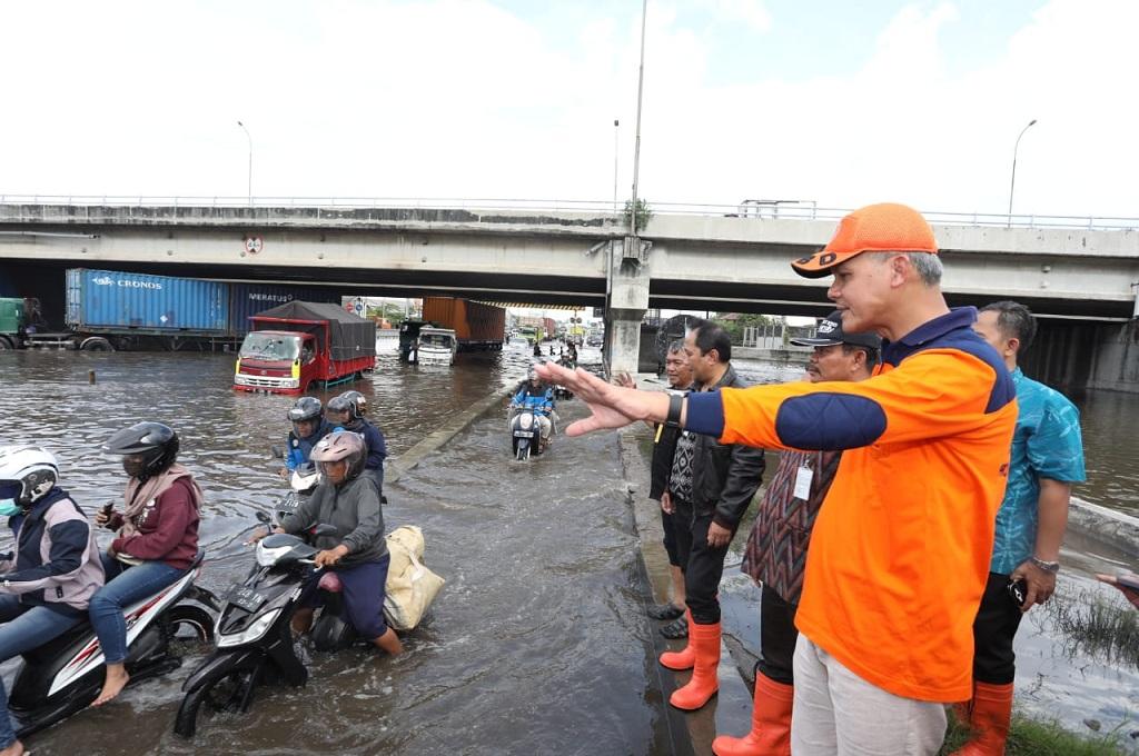 Ganjar Minta Mobil Derek Disiagakan di Lokasi Banjir