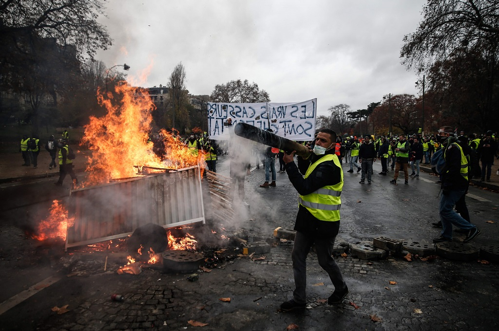 Prancis 'Mundur' di Bawah Tekanan Demonstran BBM