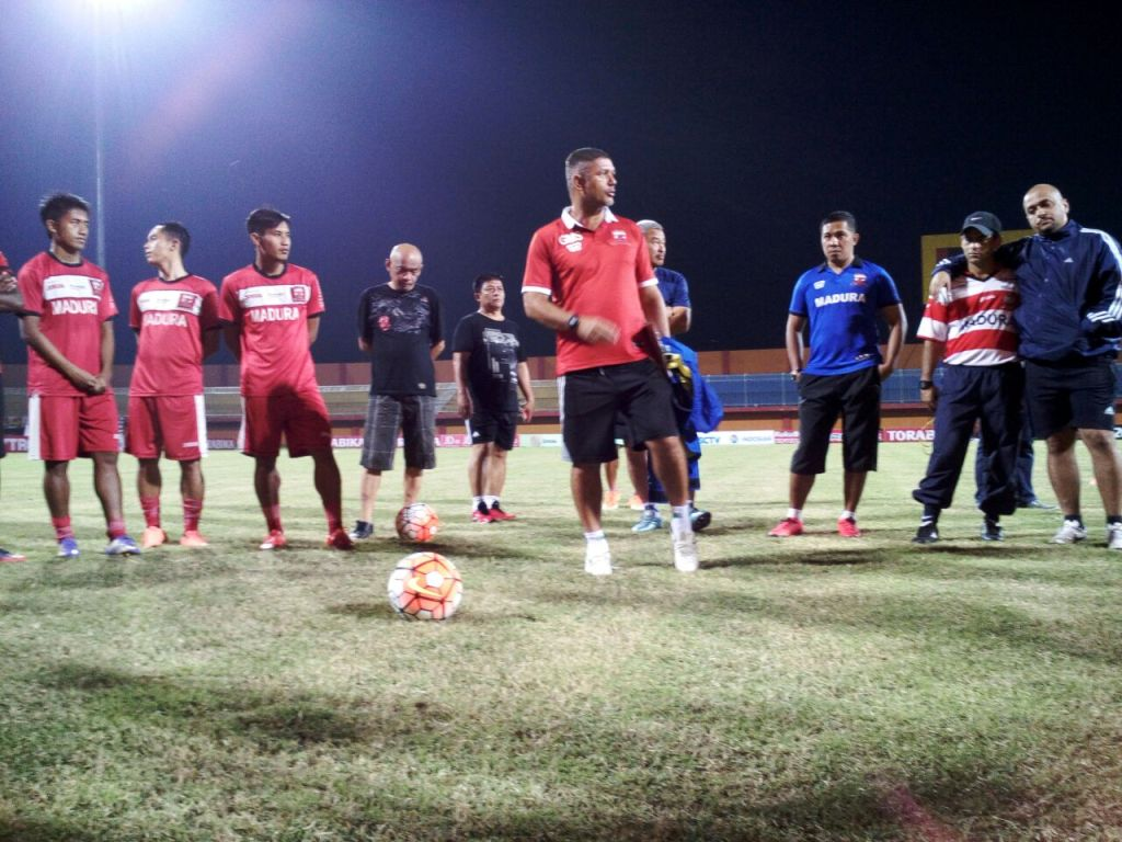 Pelatih Madura United Ingatkan Pemain Tidak Remehkan Madura FC