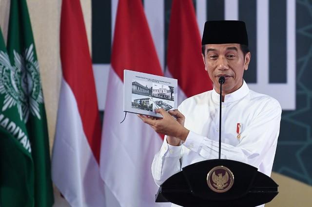 Jokowi Ubah Hadiah Sepeda Jadi Foto