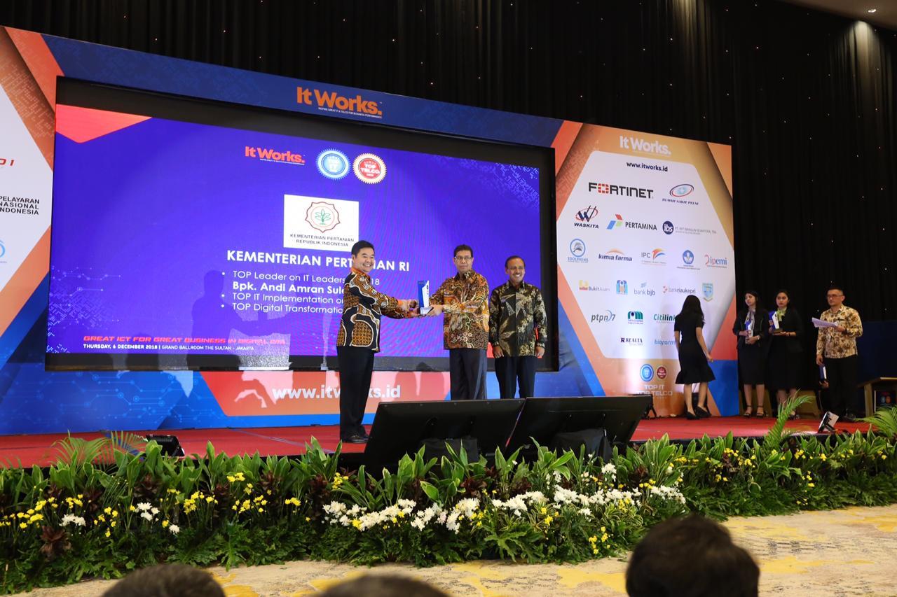 Kementan Raih TOP IT Implementation on Ministry 2018