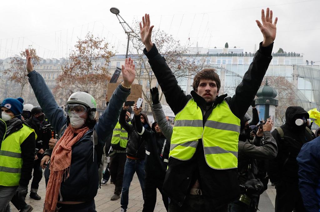 Hampir 300 Orang Ditangkap dalam Demo BBM Paris