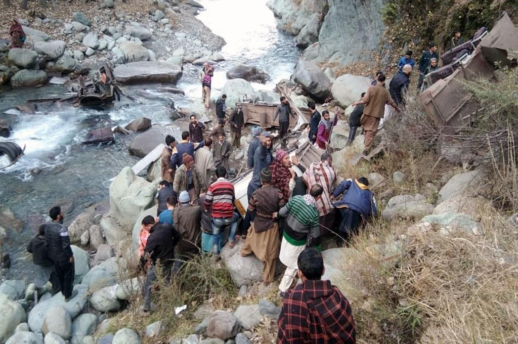 Bus Terjun ke Jurang Kashmir India, 13 Tewas