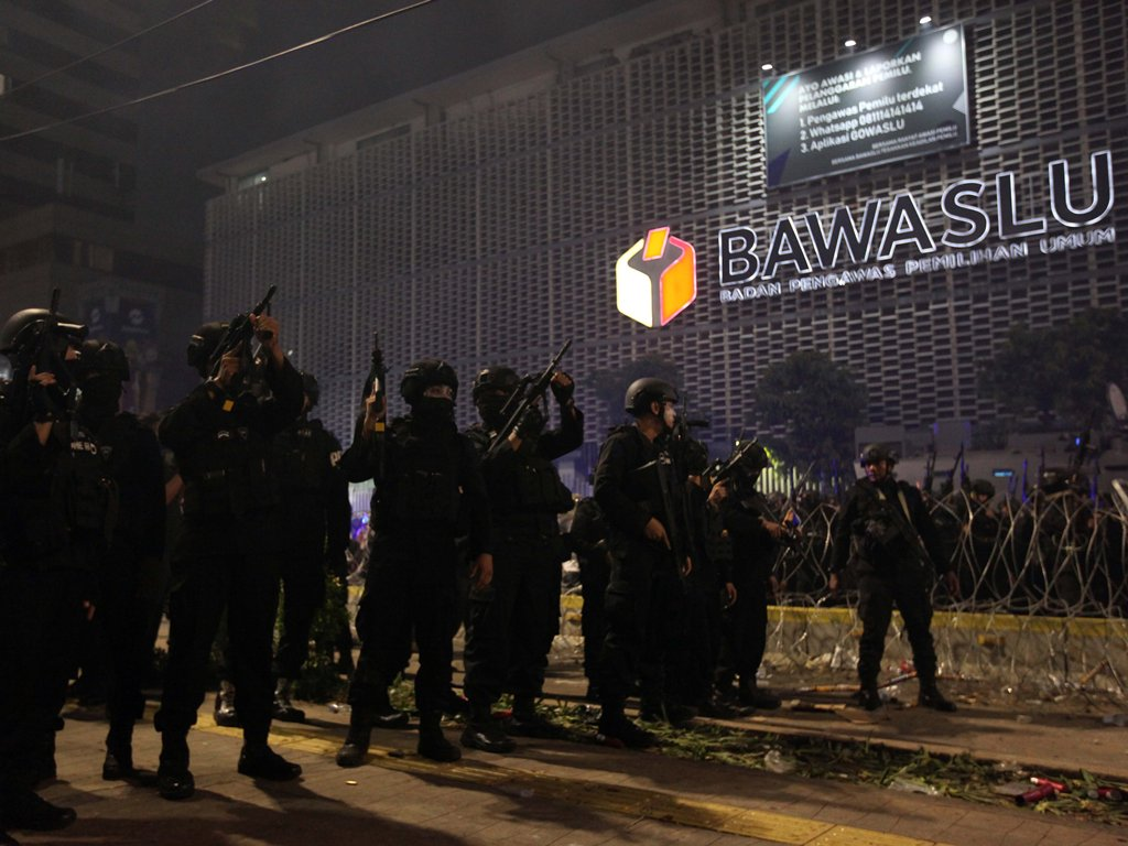 Polisi Geledah Tas Wanita Bercadar