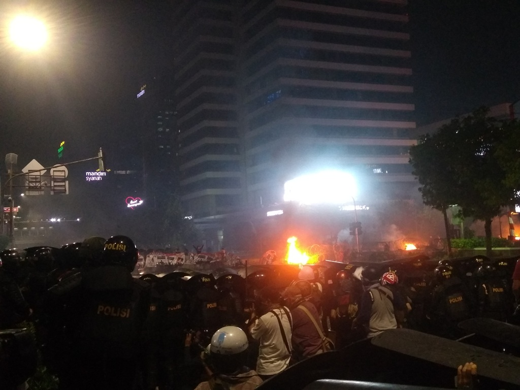 Motor Wartawan Dibakar Massa Aksi