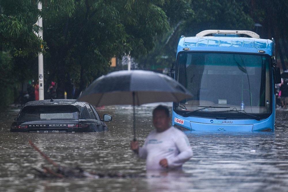 Tiga Koridor TransJakarta Masih Lumpuh Pascabanjir