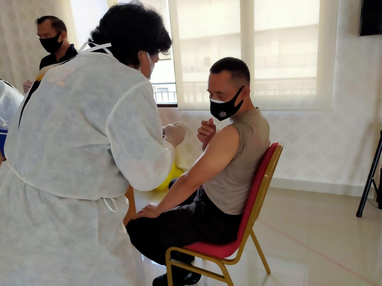 13 Juta Orang Sudah Disuntik Vaksin Dosis Pertama