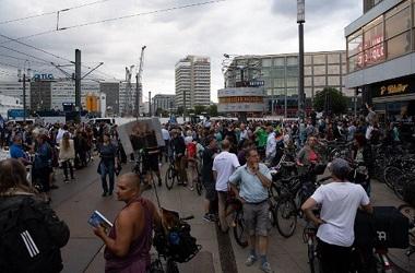 Hampir 600 Orang Ditangkap dalam Protes Anti-Lockdown di Berlin
