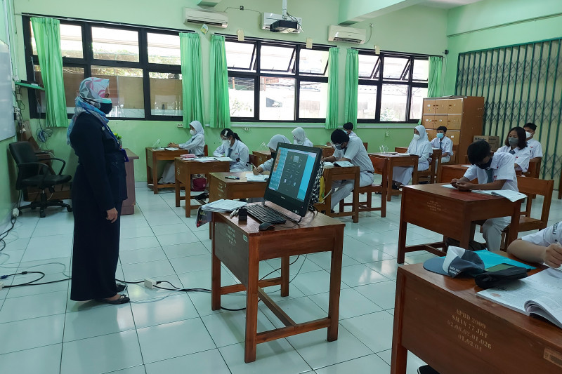 Siswa SMAN 77 Jakarta Wajib Bawa Surat Izin Orang Tua Saat PTM