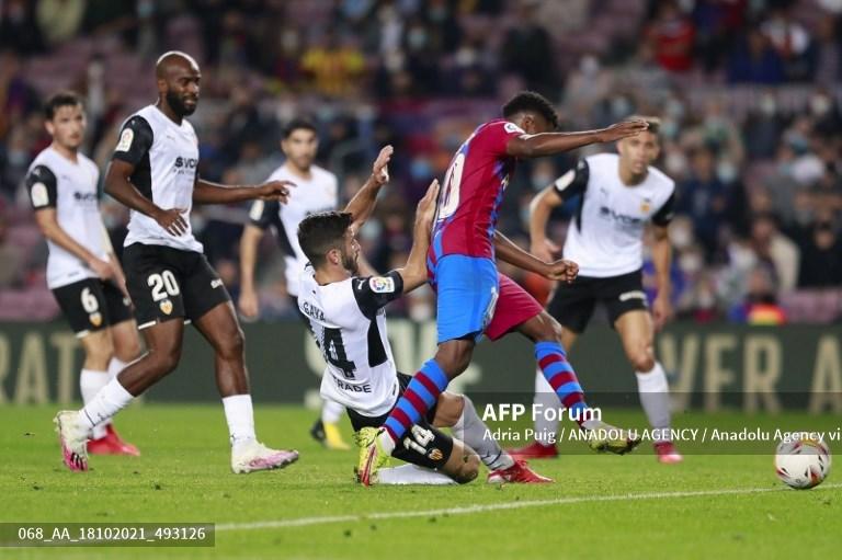 Barcelona Atasi Perlawanan Valencia
