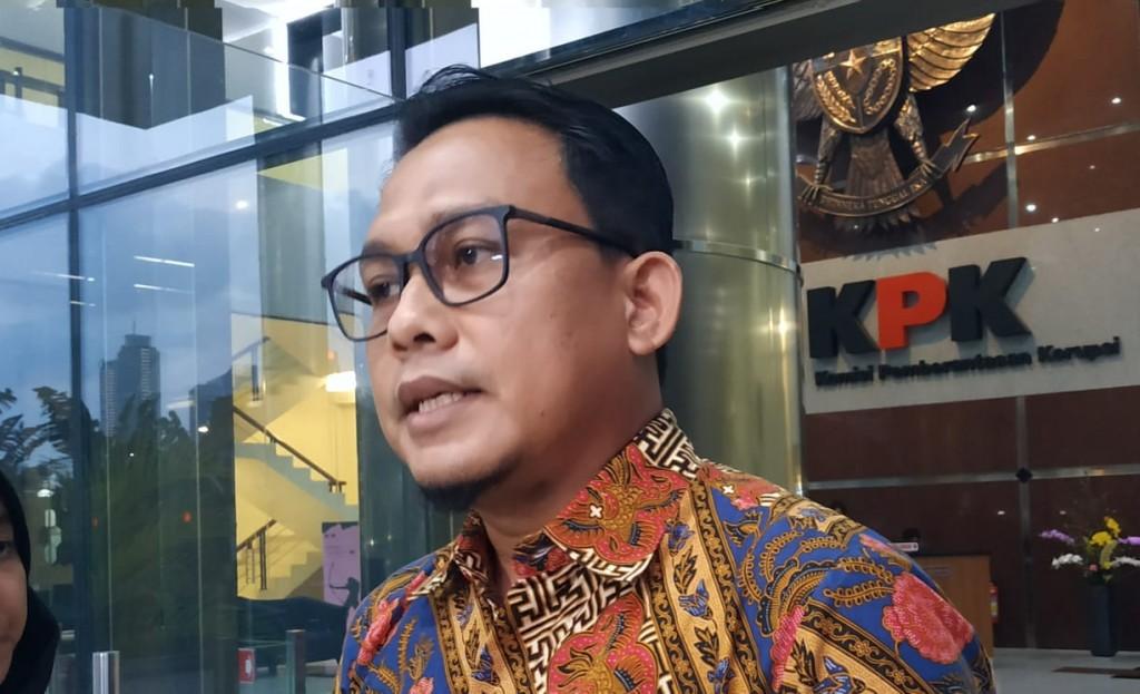 KPK Geledah Kamar Tahanan Bupati Kuansing karena Status Facebook