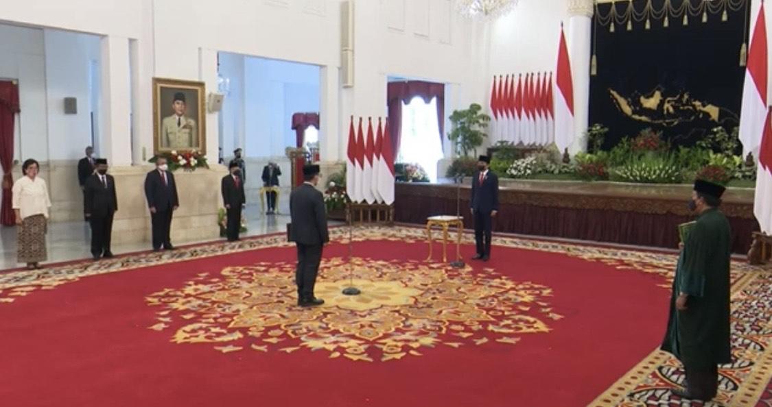 Jokowi Lantik Ivan Yustiavandana Sebagai Kepala PPATK