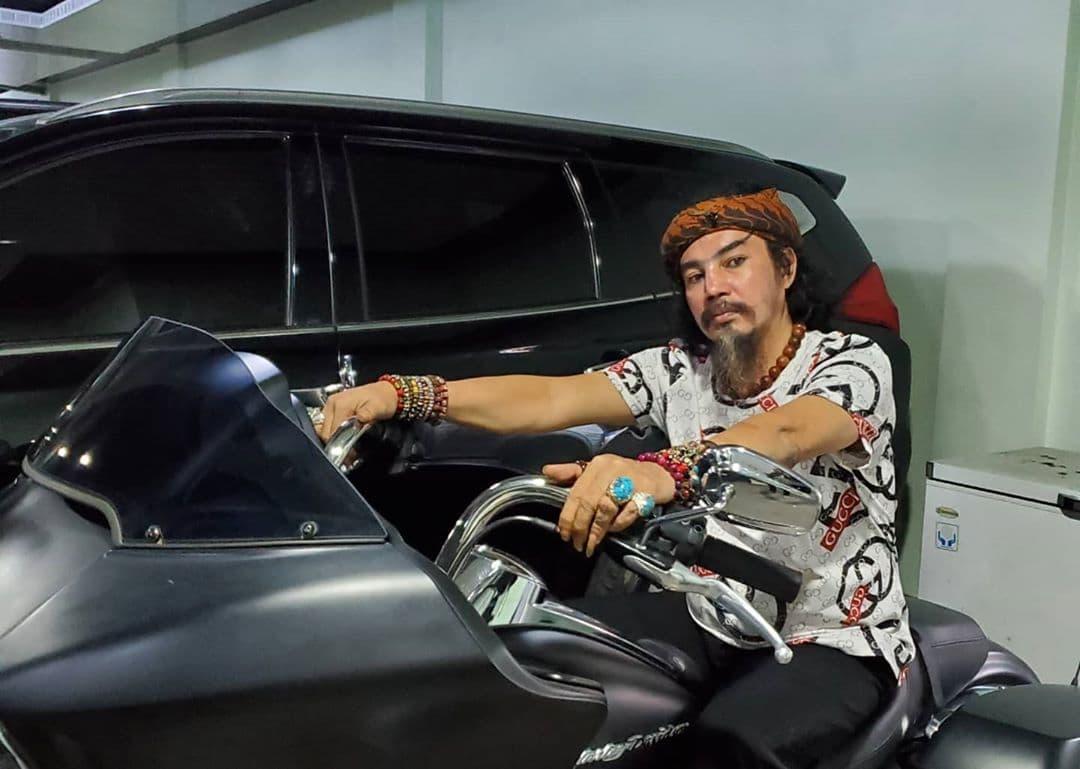 Selain Jago Debus, Limbad Juga Pengoleksi Mobil
