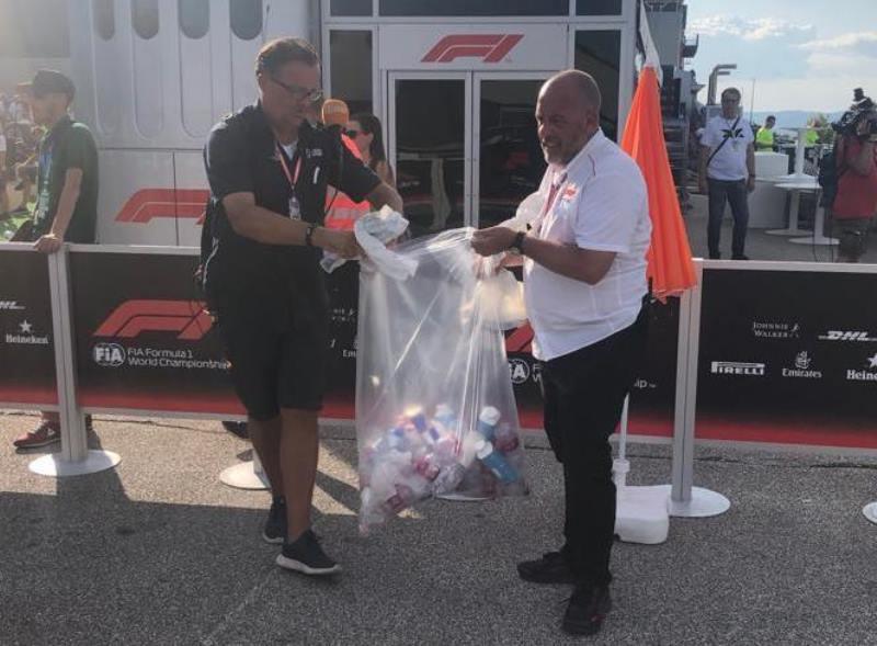 Vettel Maki Wartawan yang Membiarkan Sampah Berserakan