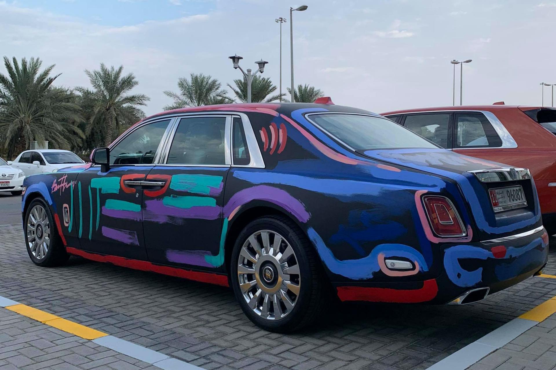Rolls-Royce Phantom Penuh Coretan, Harganya Malah Naik?