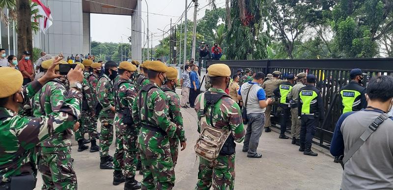 Aksi di Tangsel, Ketua DPRD Diminta Menemui Massa