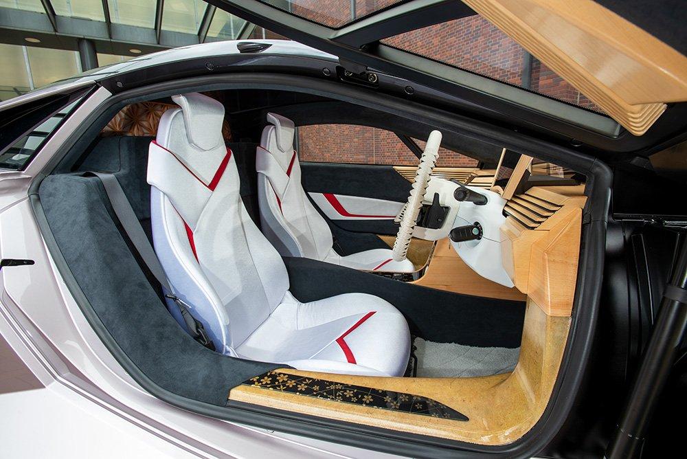 Mobil Ini Manfaatkan Bahan Daur Ulang Sebagai Bahan Body