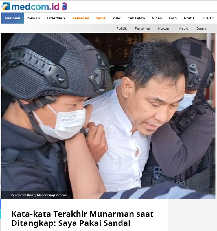 [Cek Fakta] Foto Munarman Gigit Sandal Saat Ditangkap Densus 88? Ini Faktanya