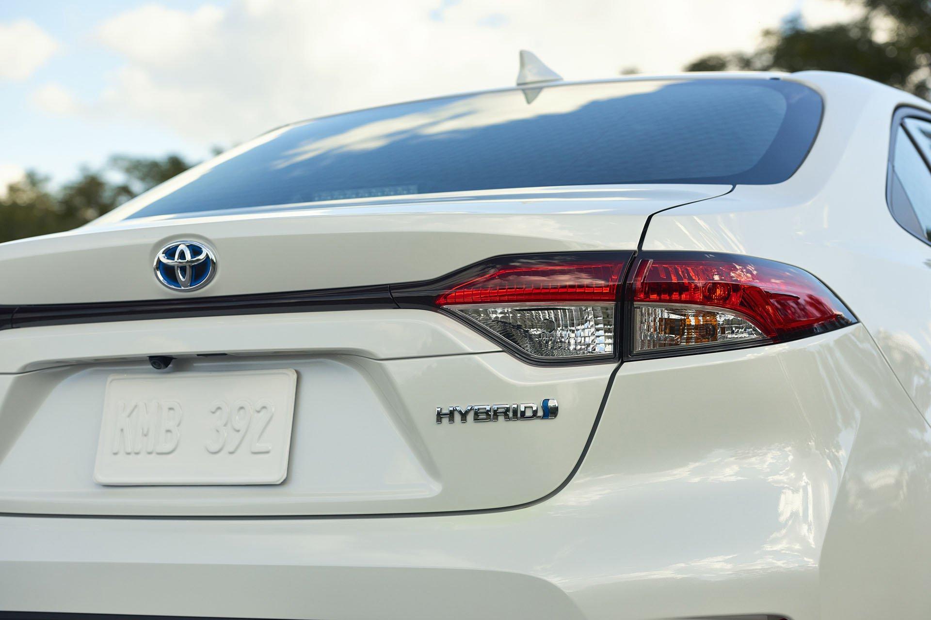 Toyota Cangkok Teknologi Prius di New Corolla Hybrid
