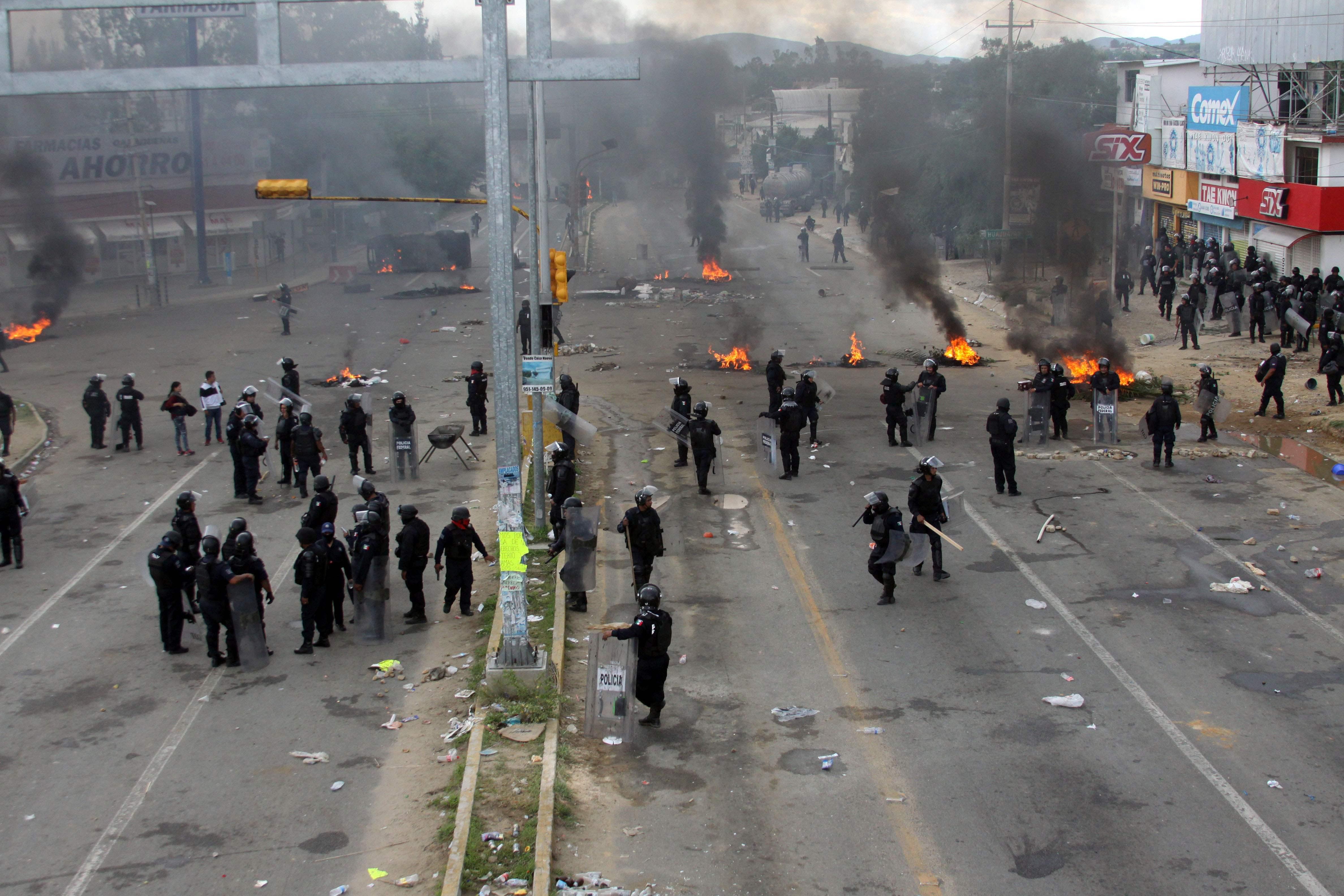 Enam Tewas dalam Bentrokan Serikat Guru dengan Polisi