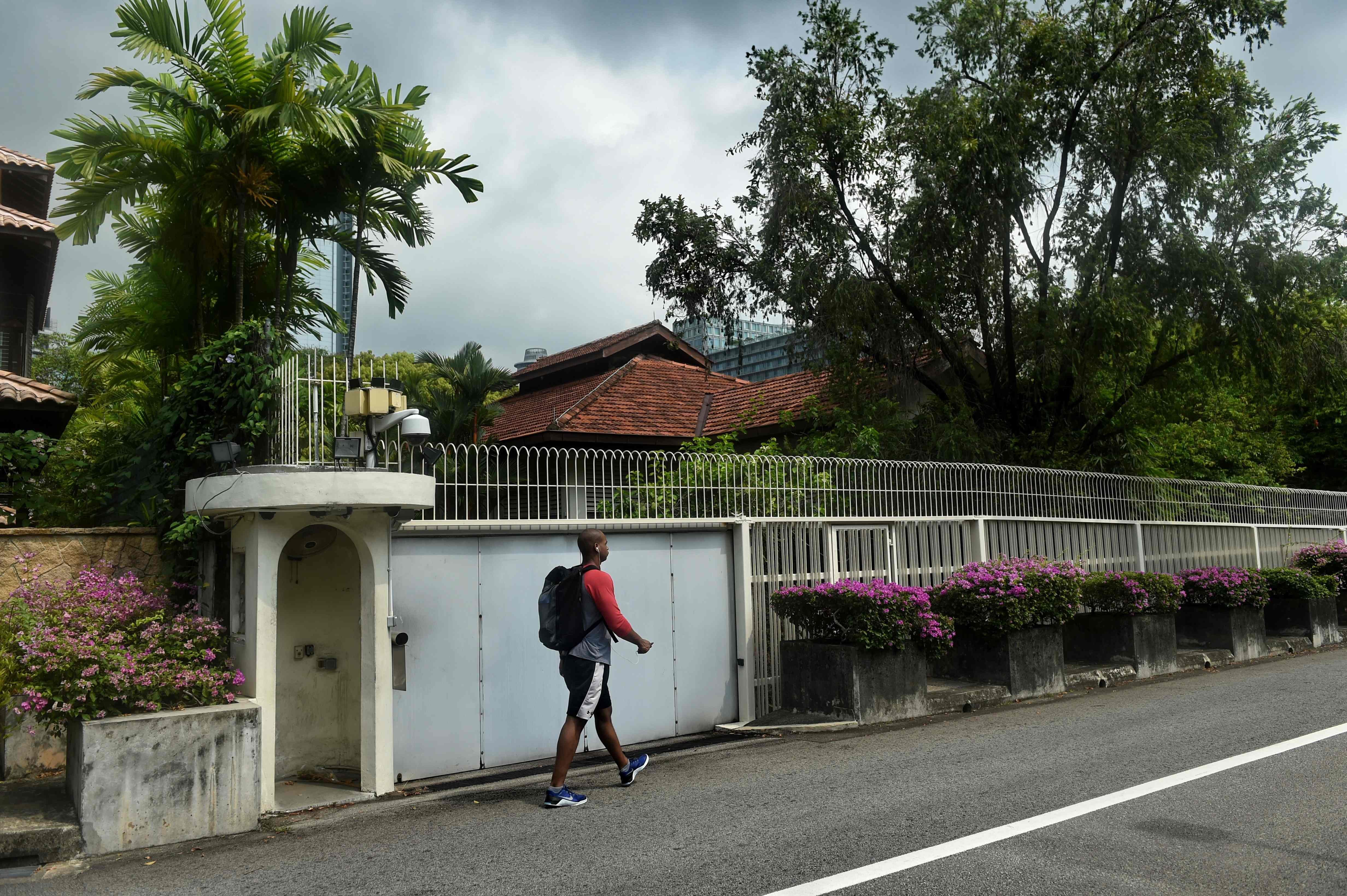 Kisruh Keluarga, Dua Adik PM Singapura Ajak Berdamai