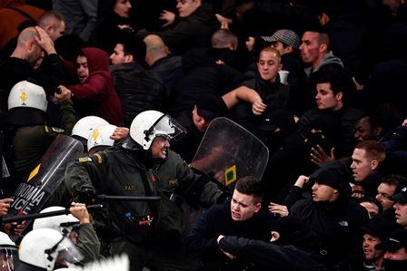 Ledakan Bom Molotov Ganggu Laga AEK vs Ajax