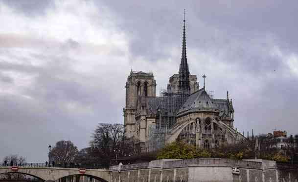 Notre Dame du Travail, Gereja Gotik di Tengah Sungai