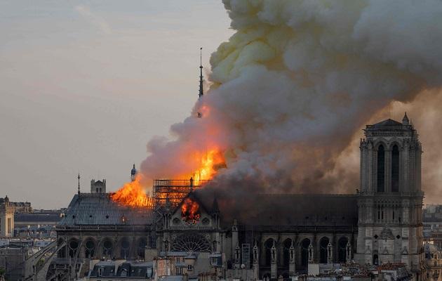 Prancis Tolak Ide Trump Terkait Kebakaran Notre Dame