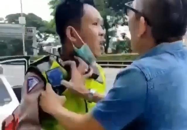 Pengemudi Pencekik Polisi Meminta Maaf