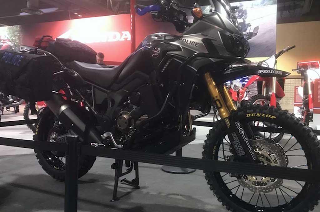 Motor Polisi Honda Africa Twin ala Custom Bike Builder