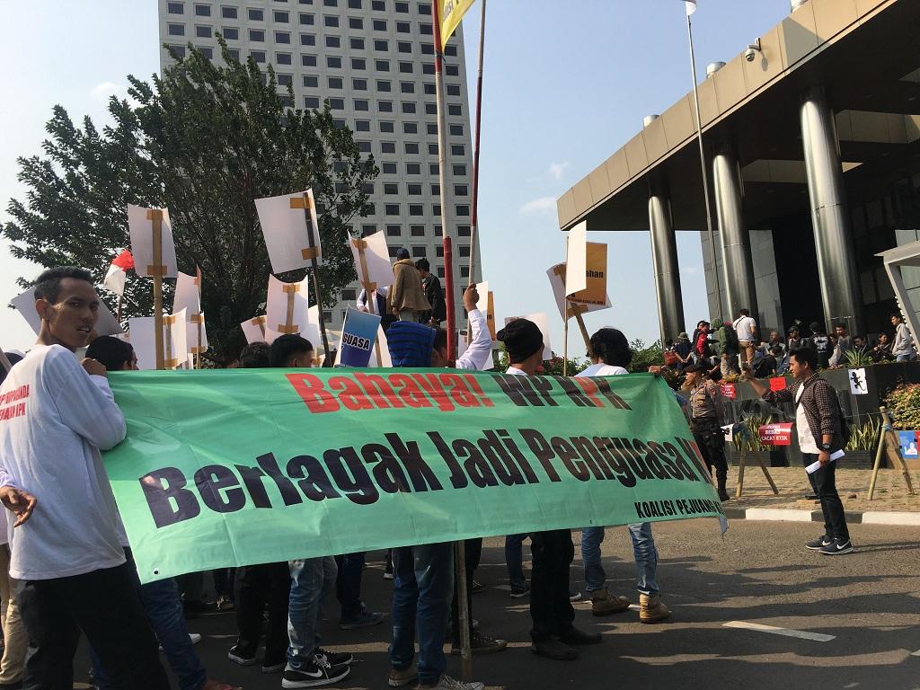 Pendukung dan Pengkritik Pansel Capim KPK 'Bentrok' Aksi