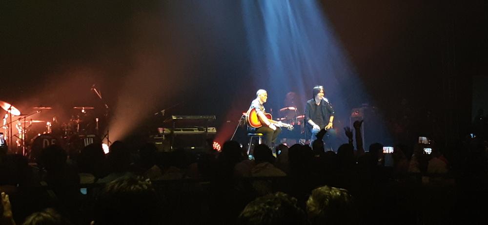 Terjebak Nostalgia dalam Konser Reuni Dewa 19