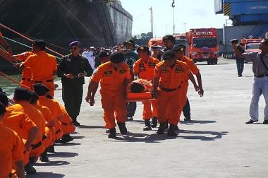 Ratusan Anggota SAR Latihan Gabungan di Tengah Laut