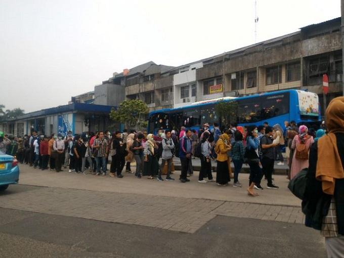 Jokowi Sindir Anies Soal Ketersediaan Transportasi Publik