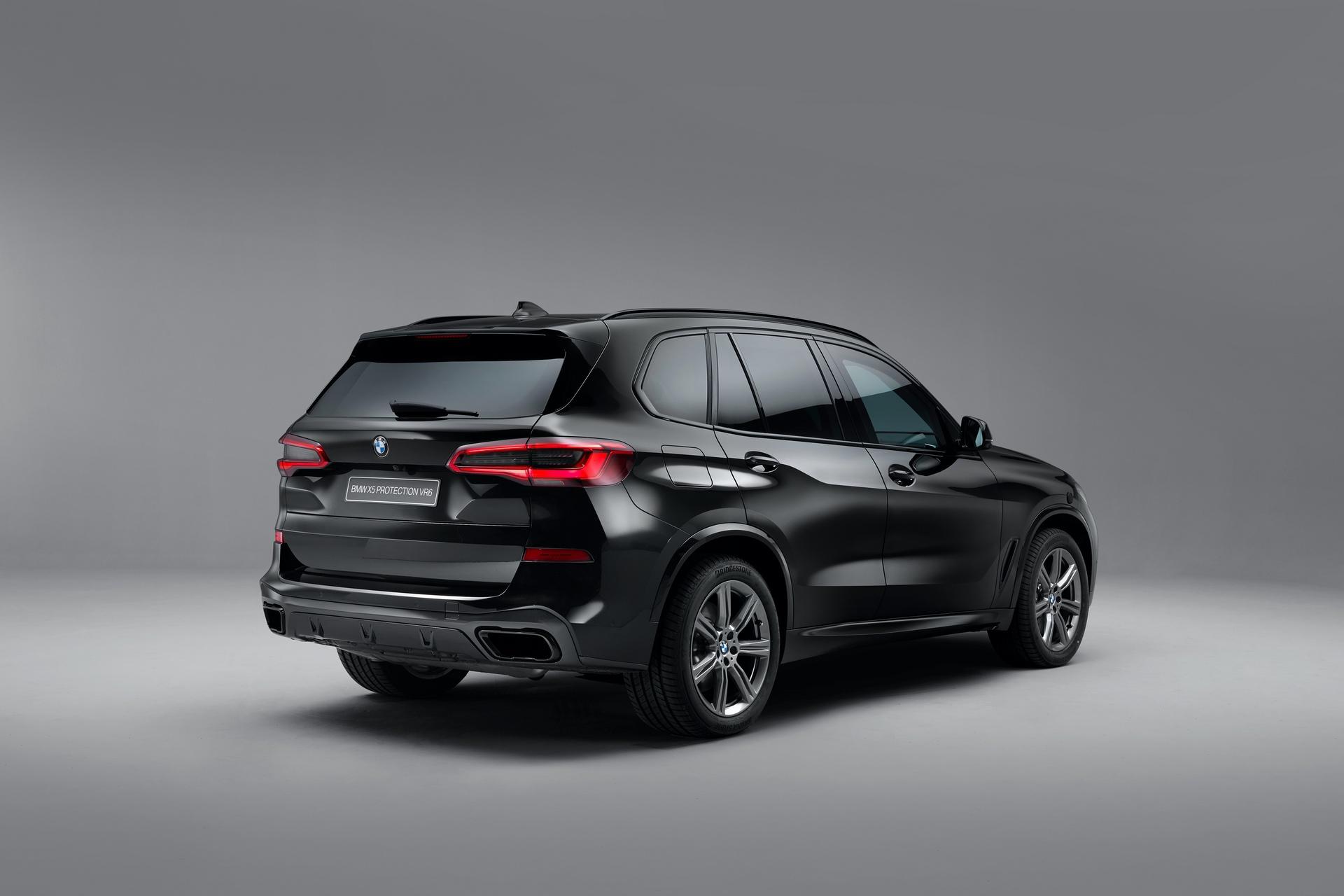 BMW X5 Ini Dijamin Aman Melintasi Para Demonstran