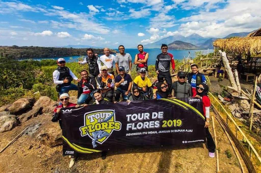 Pecinta Honda BigBike Ngegas Bareng Tour de Flores