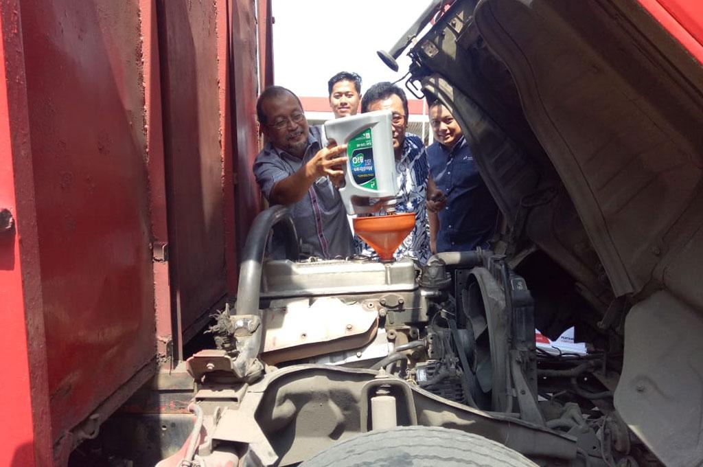 Bus dan Truk Kini Bisa Ganti Oli di SPBU Pertamina