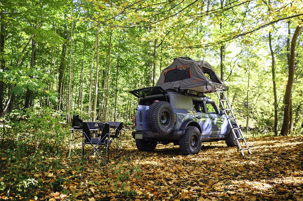 Unik, Penumpang Bisa Bangun Tenda Di Atap Mobil Ini