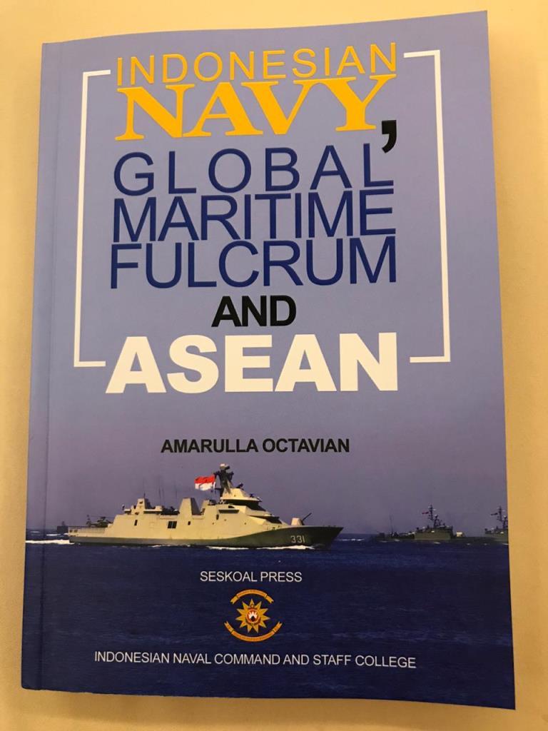 Komandan Seskoal Luncurkan Buku Komprehensif Maritim