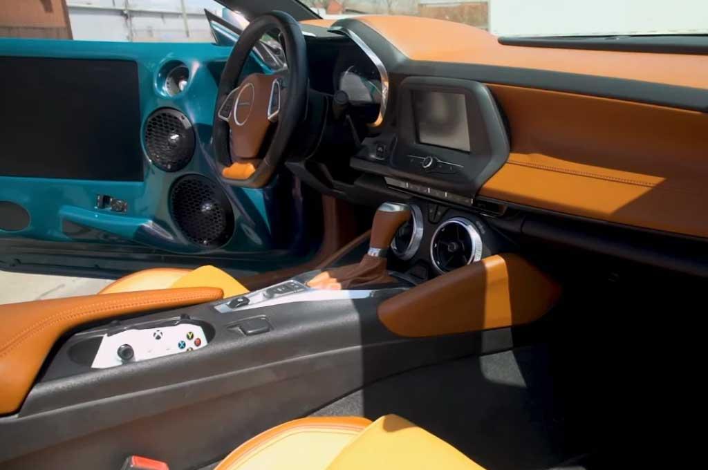 Camaro Convertible Anti-Mainstrean dengan Pelek Besar