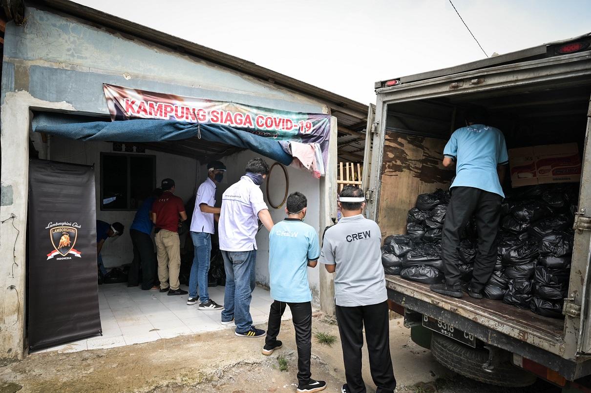 LCI Bagikan Ribuan Paket Sembako kepada Masyarakat