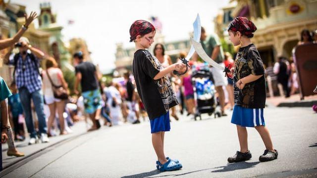 Alasan Disney World Larang Orang Dewasa Pakai Kostum