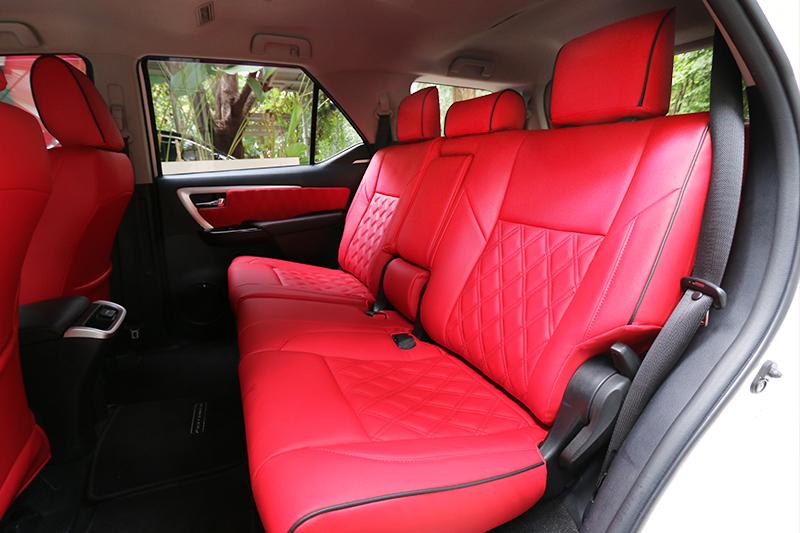 Nuansa Merah Kuasai Kabin Toyota Fortuner Raffi Ahmad
