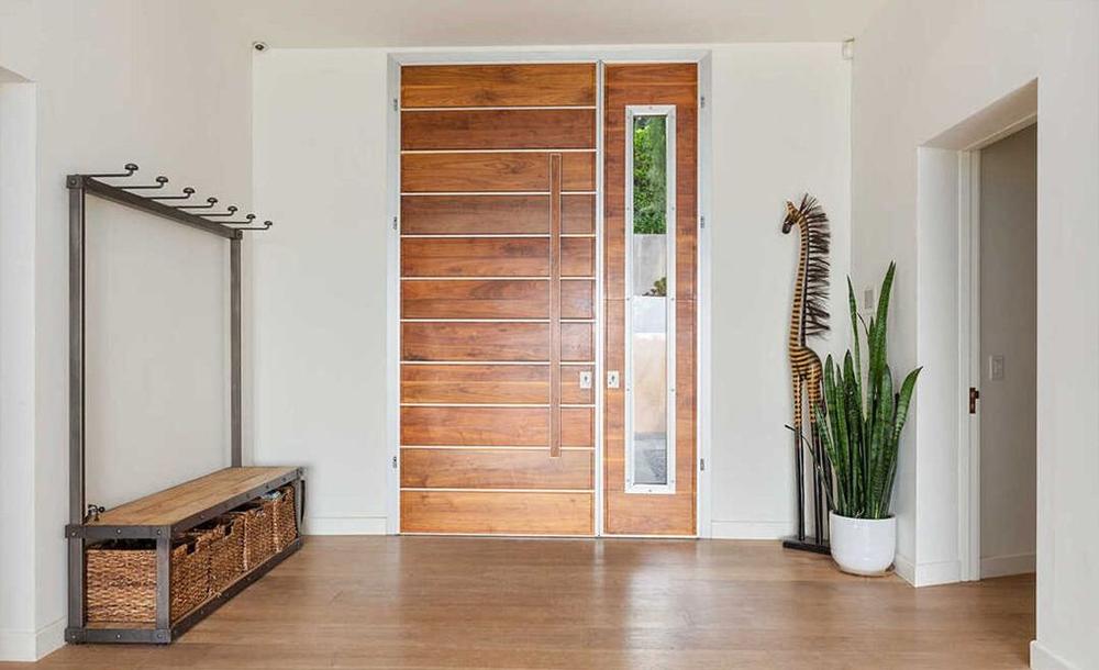 Chris dan Liam Hemsworth Jual Rumah di Malibu Rp71 Miliar