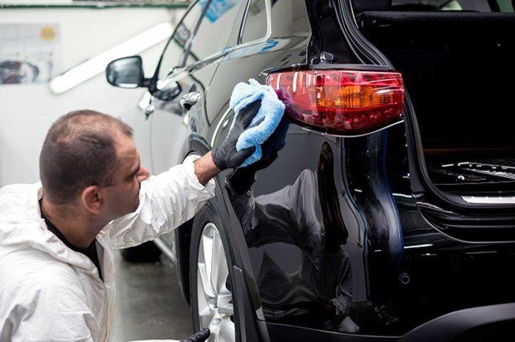 Benarkah Mobil Warna Hitam Butuh Perawatan Ekstra?