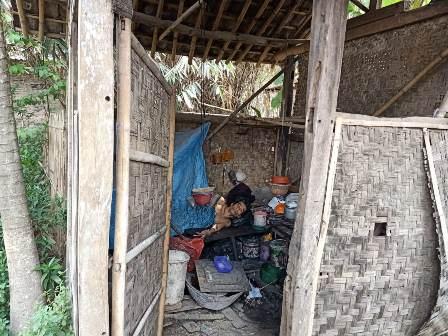 Warga Tangerang Hidup di Gubuk Reyot Selama 13 Tahun