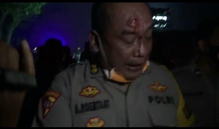 Karo Ops Polda Banten Jadi Korban Lemparan Batu Massa Aksi