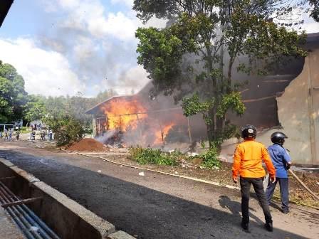 Gudang Kapas di Bandung Ludes Terbakar
