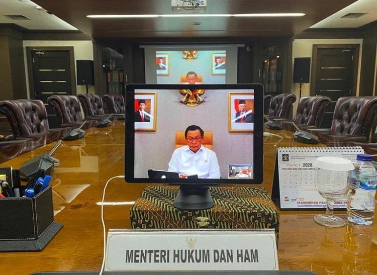 Jokowi Gelar Rapat Lewat <i>Video Conference</i>