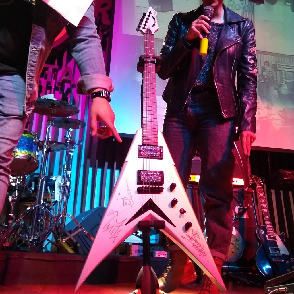 Gitar Bertanda Tangan Megadeth Terjual Rp150 Juta dalam Lelang Amal